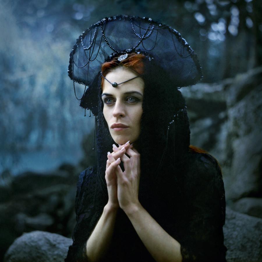 01. fot. White Alice