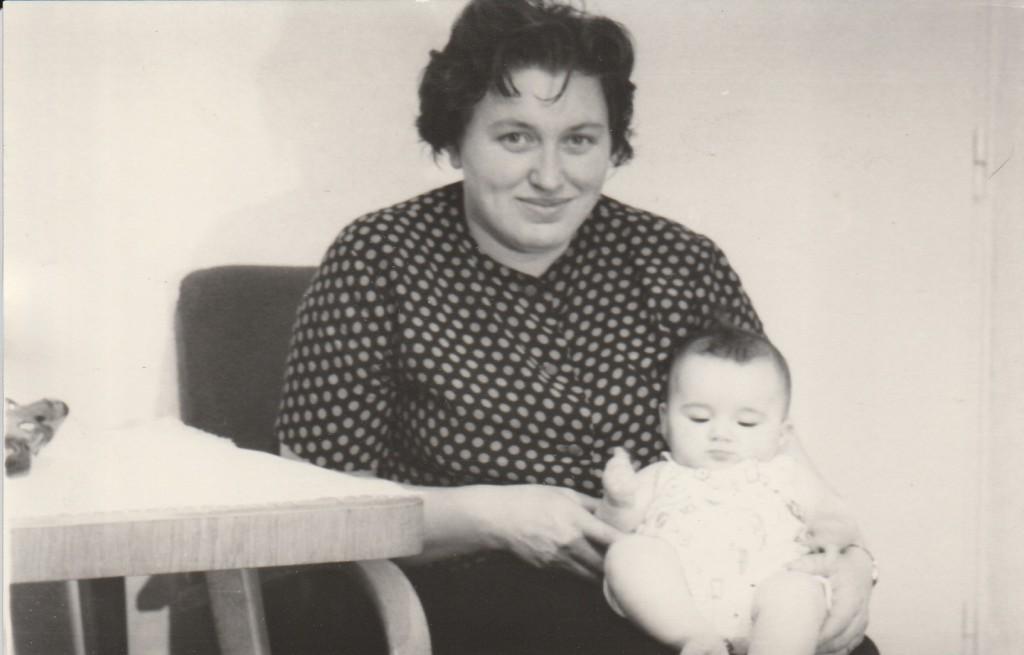 Danuta z synem 1957